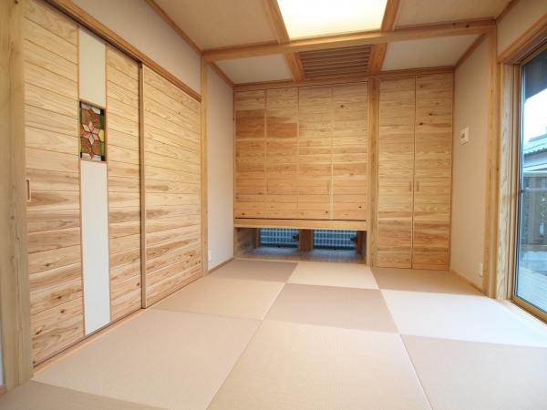 杉板貼り建具